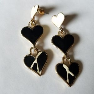 Black and White Heart Dangle Earrings 90's style